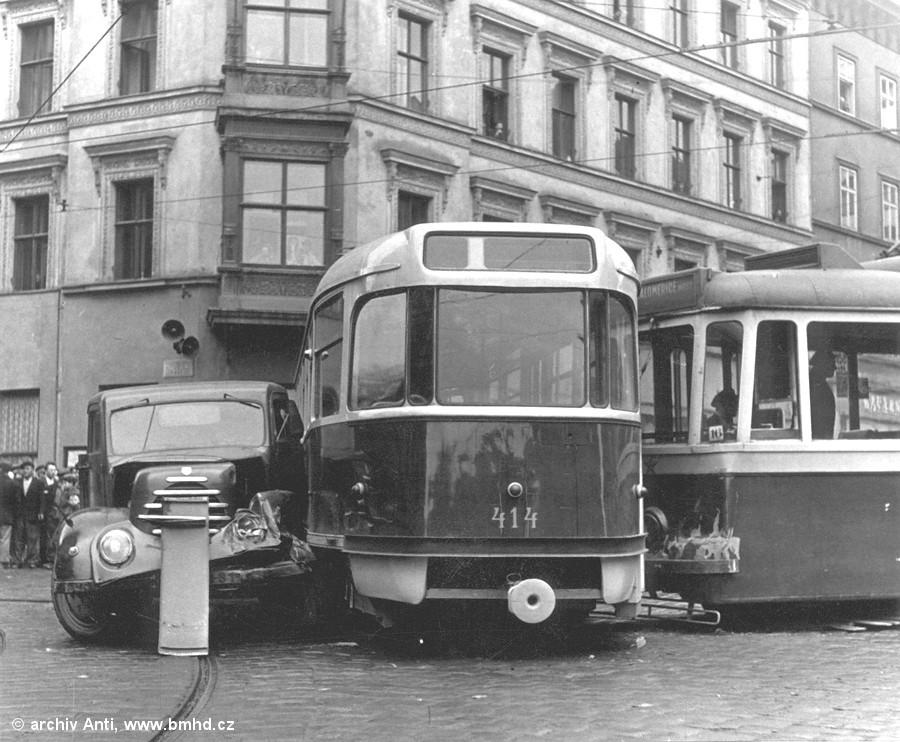 Fotogalerie » KPS Brno 4MT1 126 | Tatra T2 414 | Brno | střed | Malinovského náměstí | Malinovského náměstí