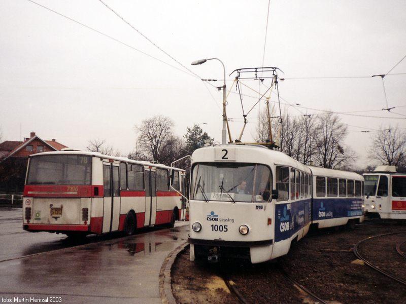 Fotogalerie » ČKD Tatra K2 1005   Karosa B732.20 7196   Modřice   Modřice, smyčka