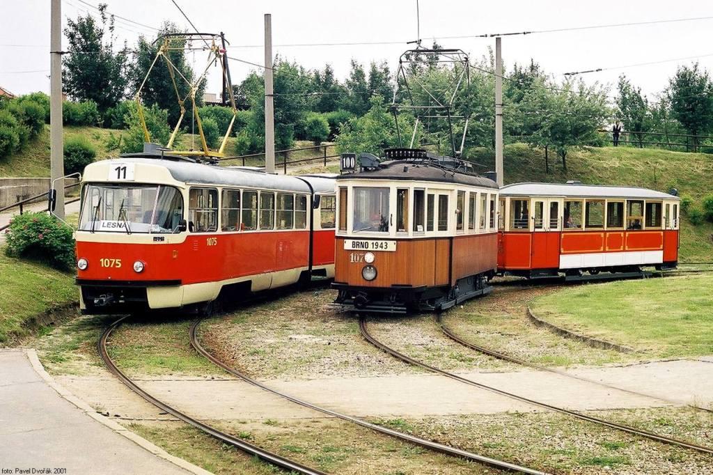 Fotogalerie » ČKD Tatra K2 1075   KPS Brno mv6.3 107   Ringhoffer vv2.ringh 215   Brno   Bystrc   Rakovecká