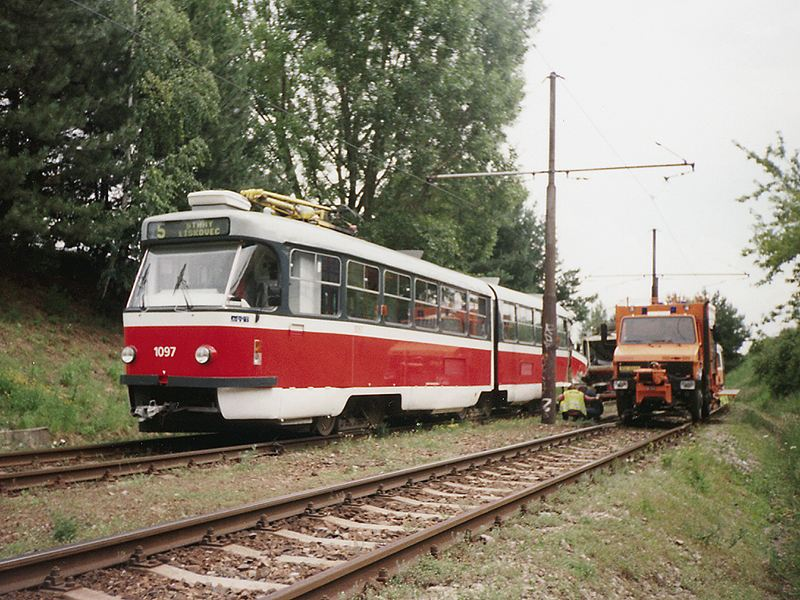 Fotogalerie » ČKD Tatra K2P 1097 | Mercedes-Benz Mercedes-Benz Unimog U 1250 Zw BSC 52-62 5297 | Brno | Bohunice