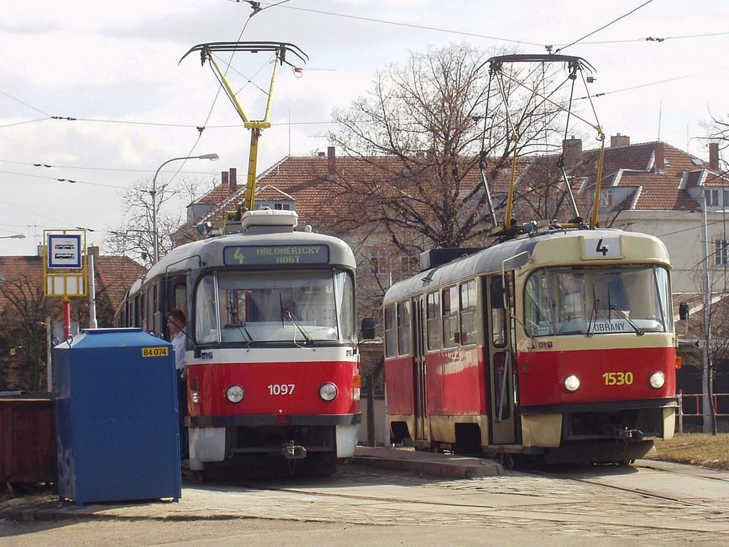 Fotogalerie » ČKD Tatra K2P 1097 | ČKD Tatra T3M 1530 | Brno | Masarykova čtvrť | Náměstí míru | Náměstí Míru, smyčka