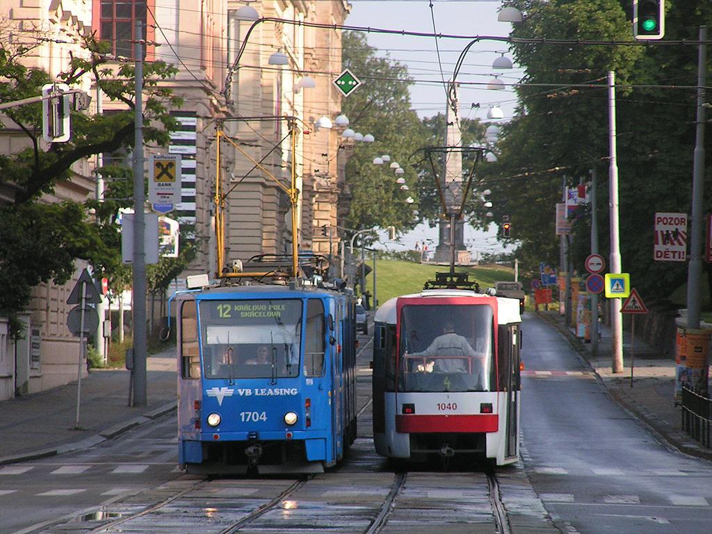 Fotogalerie » ČKD Tatra KT8D5 1704 | ČKD Tatra K2R03-P 1040 | Brno | střed | Husova