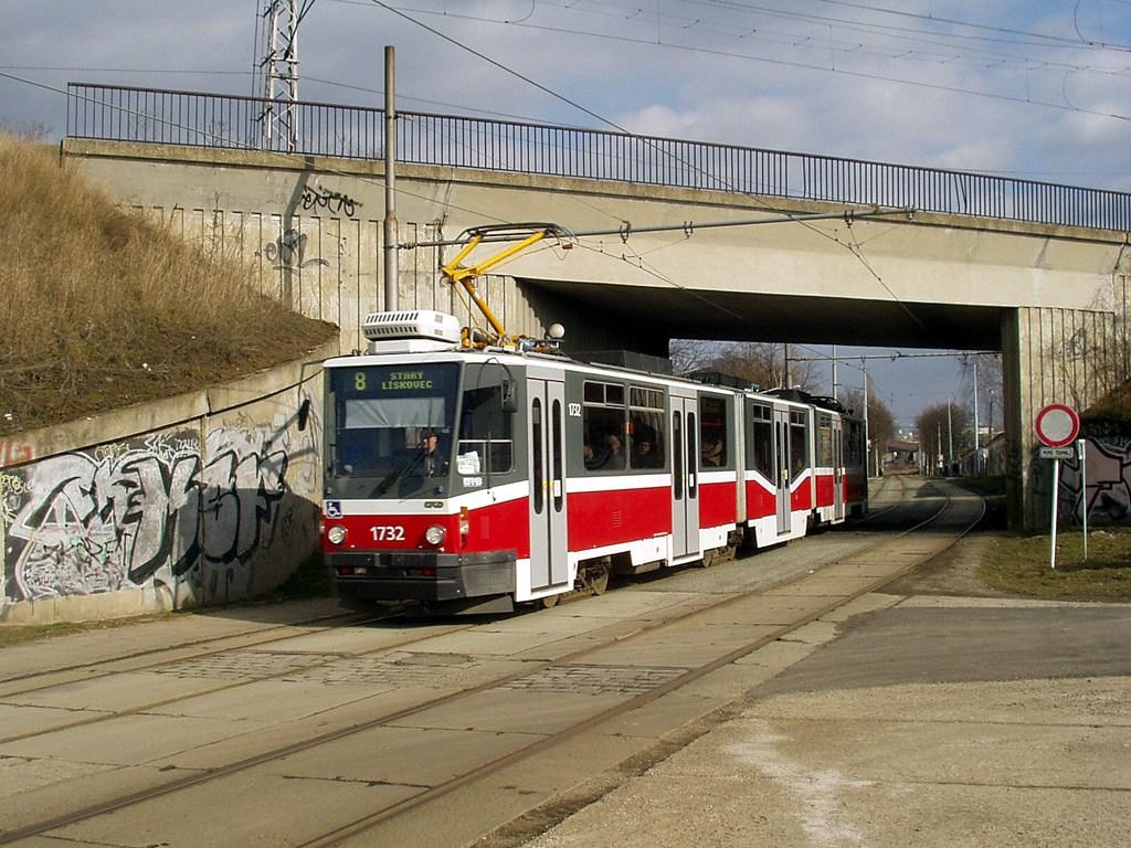 Fotogalerie » ČKD Tatra KT8D5N 1732 | Brno | Židenice | Nezamyslova