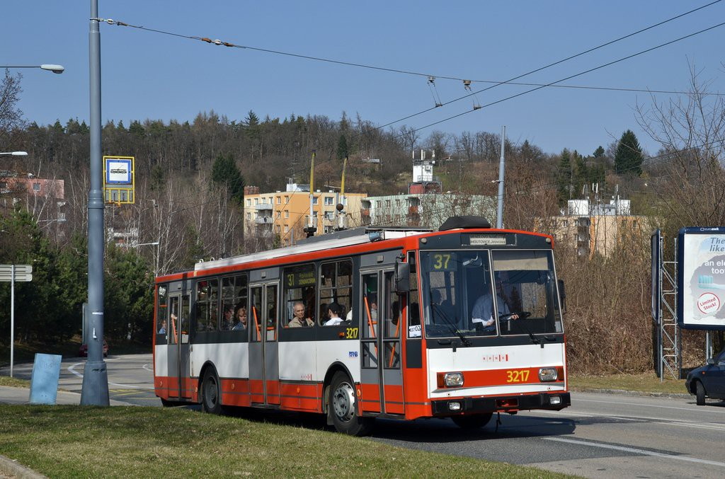 Fotogalerie » Škoda 14Tr08/6 3217   Brno   Kohoutovice   Libušino údolí   Borodinova