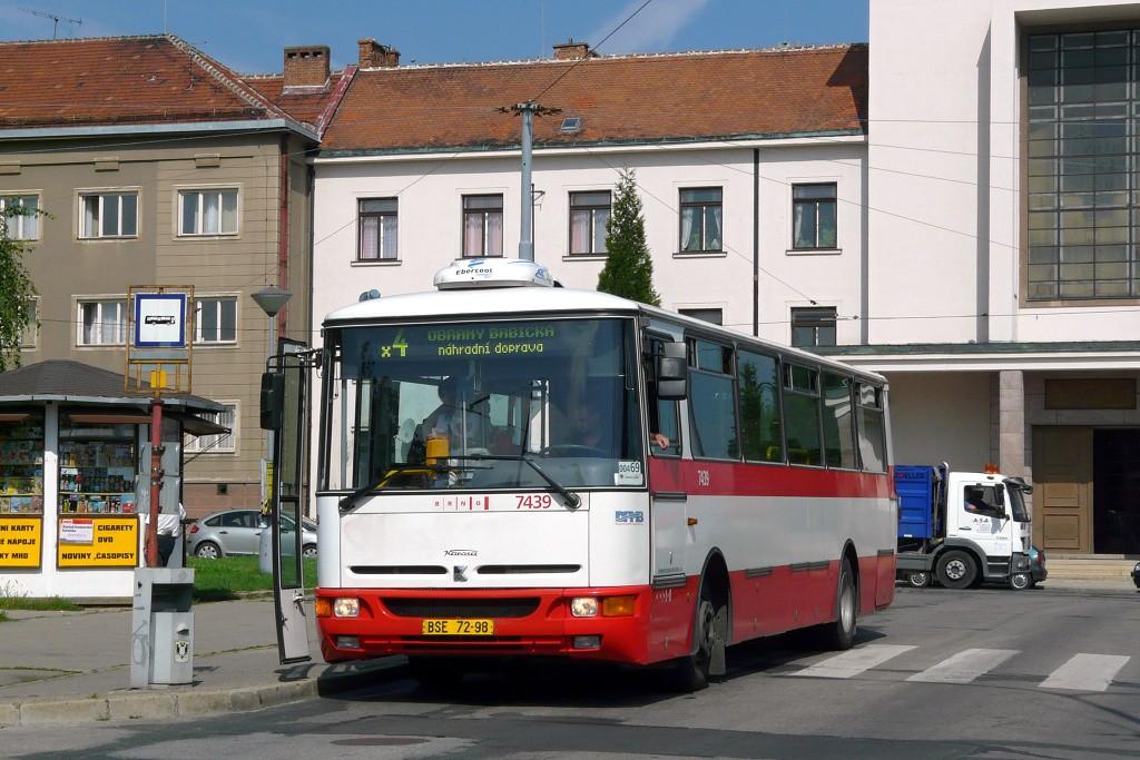 Fotogalerie » Karosa B931.1675 BSE 72-98 7439 | Brno | Masarykova čtvrť | Náměstí míru | Náměstí Míru, smyčka
