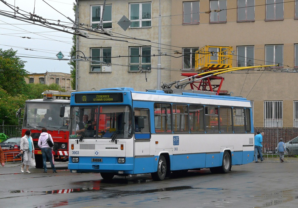 Fotogalerie » Škoda 17Tr 3903 | Brno | Vozovna Husovice