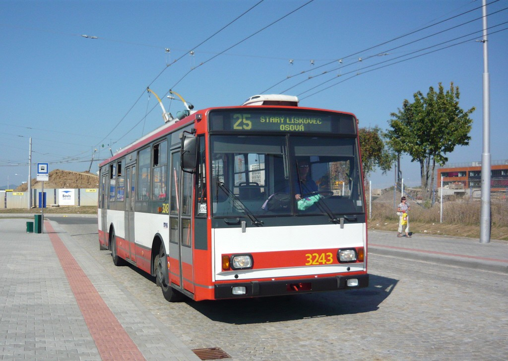 Fotogalerie » Škoda 14Tr10/6 3243 | Brno | Bohunice | Netroufalky | Bohunice nemocnice