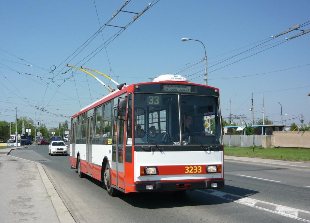 Fotogalerie » Škoda 14Tr10/6 3233 | Brno | Slatina | Hviezdoslavova | Černovičky