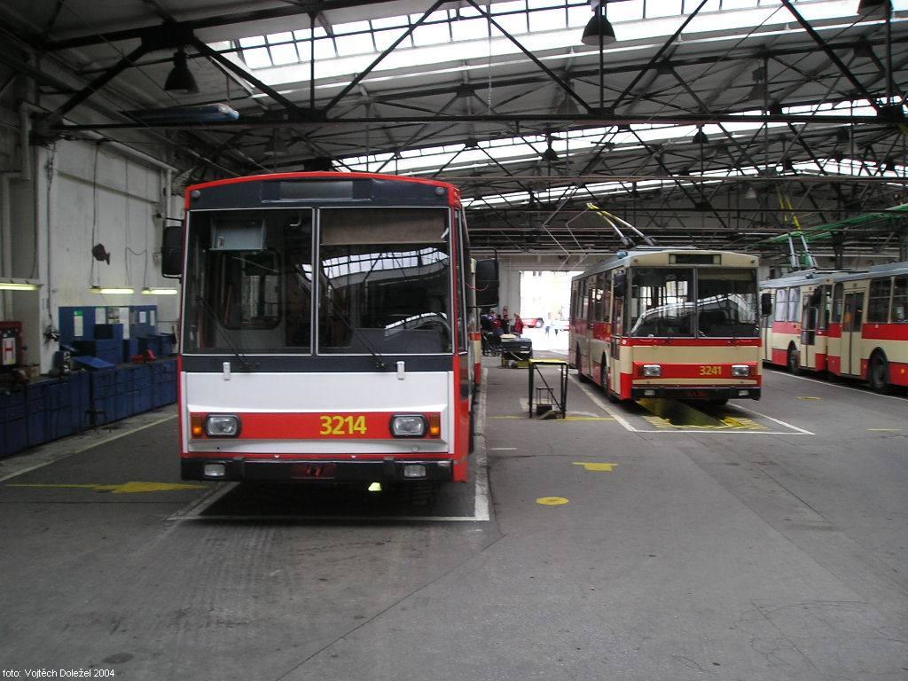 Fotogalerie » Škoda 14Tr08/6 3214 | Škoda 14Tr10/6 3241 | Brno | Vozovna Husovice