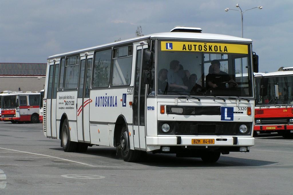 Fotogalerie » Karosa B732 autoškola 5320 | Brno | Vozovna Slatina