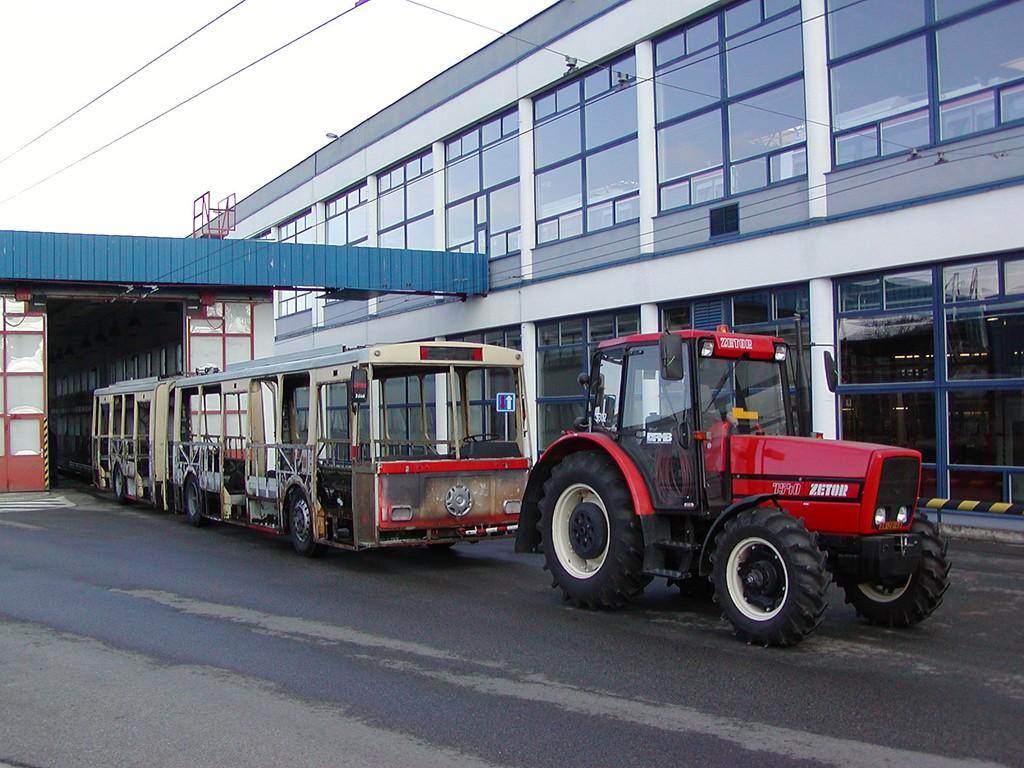Fotogalerie » Škoda 15Tr08 3506 | Zetor Zetor 7540.1 AG BM 26-49 5302 | Brno | Komín | vozovna Komín
