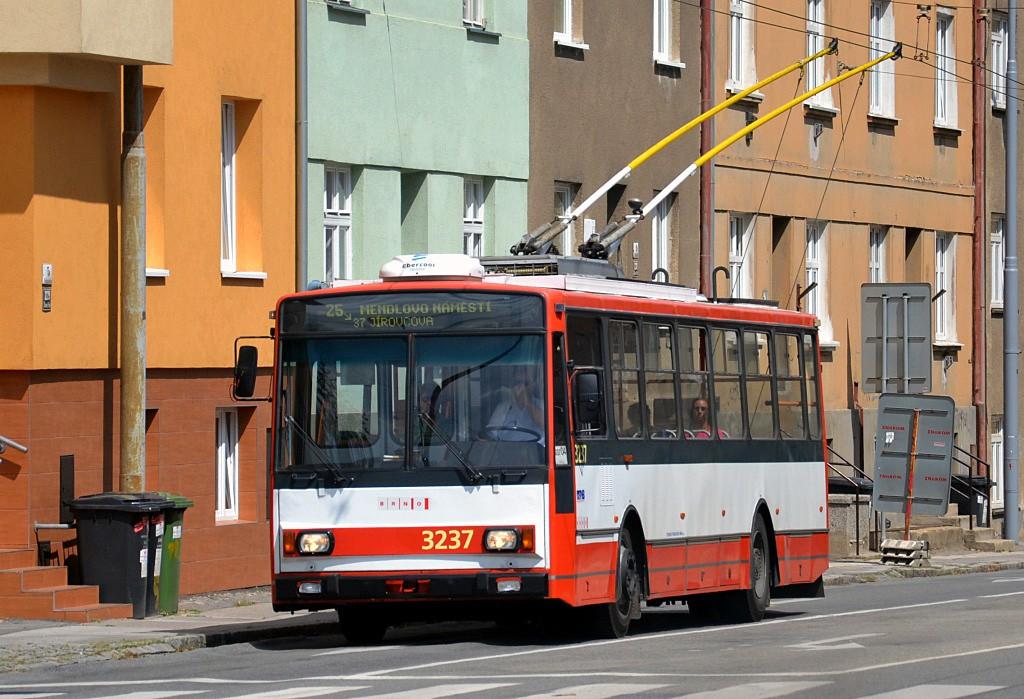 Fotogalerie » Škoda 14Tr10/6 3237 | Brno | Černá Pole | Provazníkova