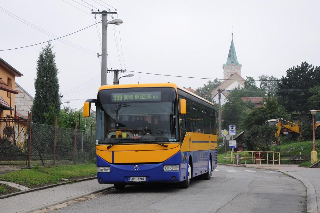 Fotogalerie » Irisbus Crossway 12M 5B1 1284 | Klobouky u Brna | Vinařská | Klobouky u Brna, škola