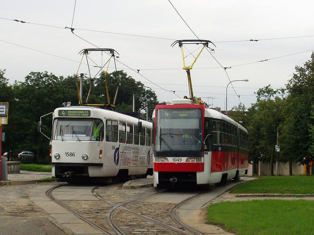Fotogalerie » ČKD Tatra T3M 1586 | ČKD Tatra K2R03-P 1049 | Brno | Masarykova čtvrť | Náměstí míru | Náměstí Míru, smyčka