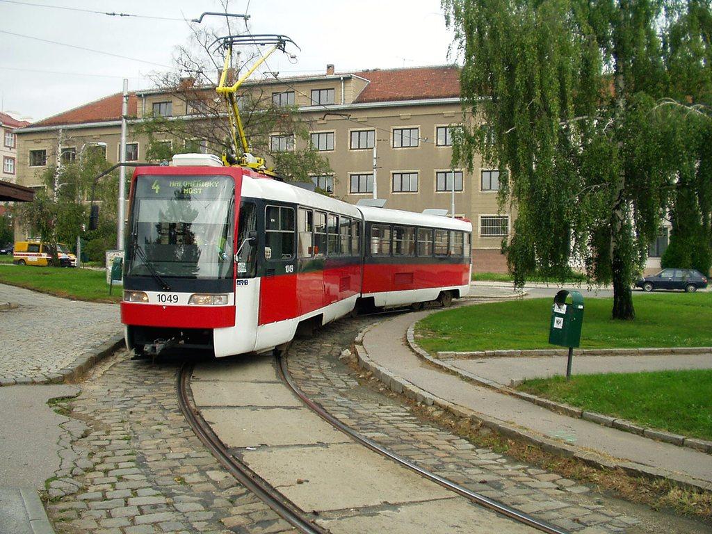 Fotogalerie » ČKD Tatra K2R03-P 1049   Brno   Masarykova čtvrť   Náměstí míru   Náměstí Míru, smyčka