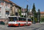 2340 v zastávce Všetičkova jako náhradní doprava za tramvajovou linku 4