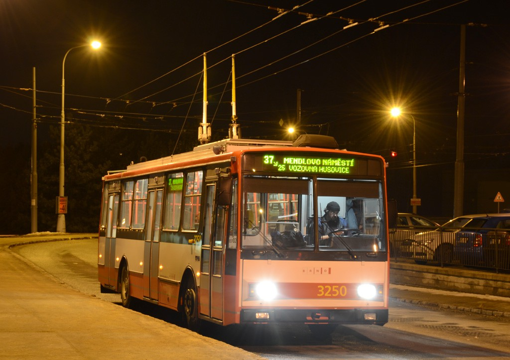 Fotogalerie » Škoda 14Tr10/6 3250 | Brno | Kohoutovice | Libušina třída | Jírovcova