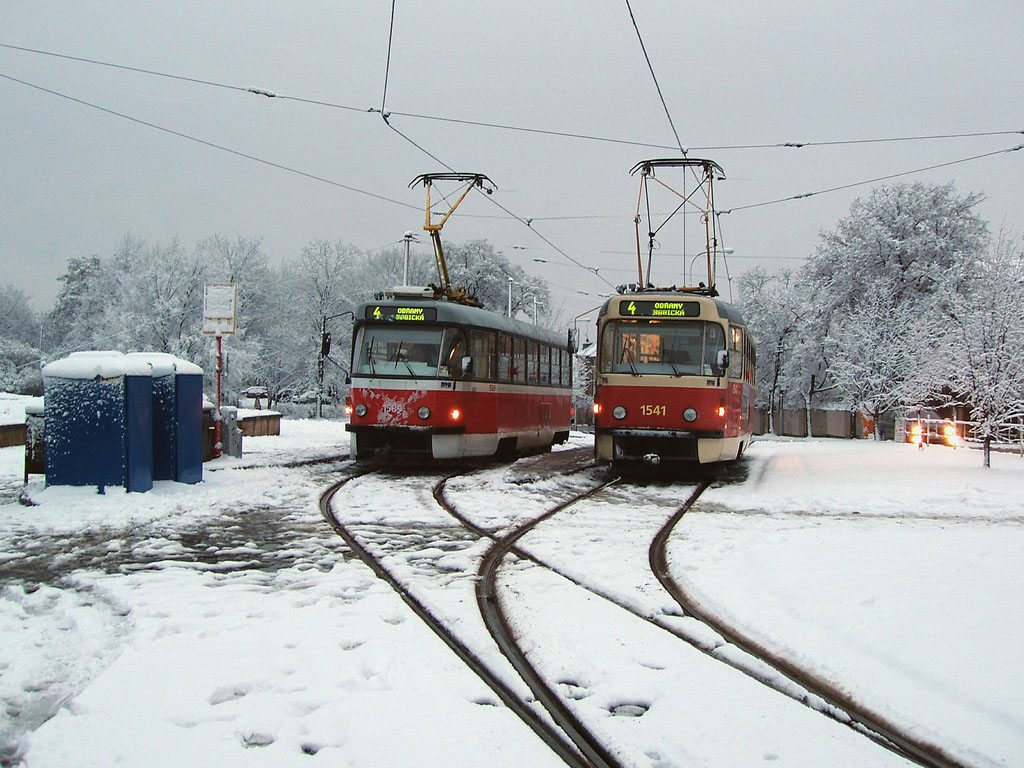 Fotogalerie » ČKD Tatra T3M 1541 | ČKD Tatra T3P 1589 | Brno | Masarykova čtvrť | Náměstí míru | Náměstí Míru, smyčka