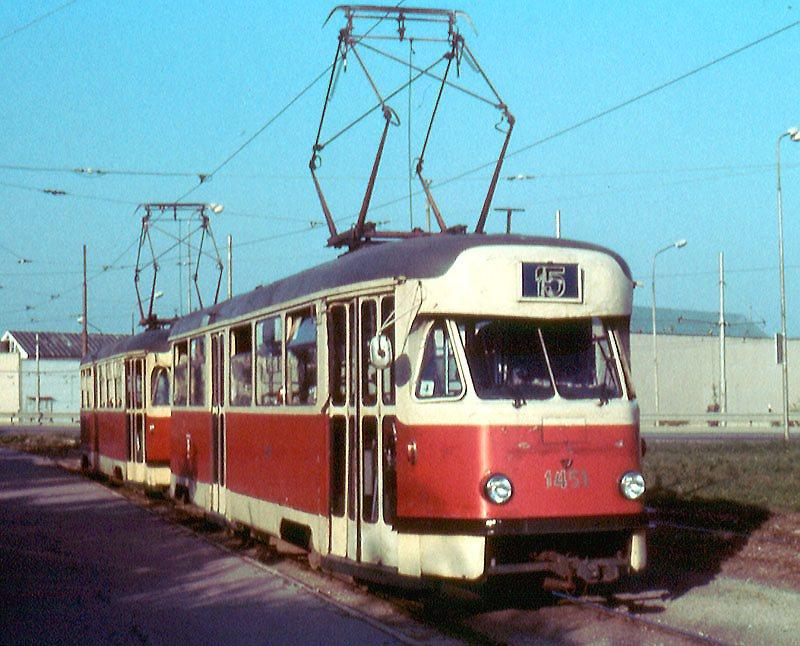 Fotogalerie » Tatra T2R 1451   Brno   Horní Heršpice   Ústřední hřbitov, smyčka