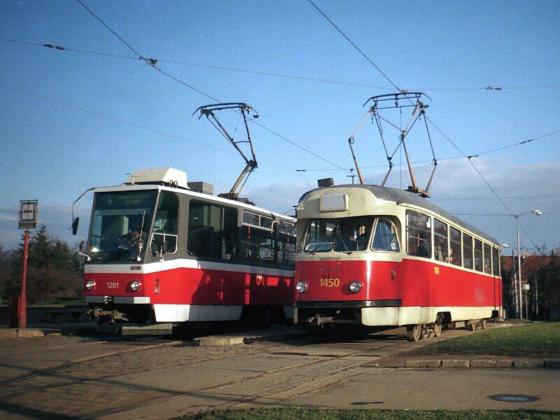 Fotogalerie » Tatra T2R 1450   ČKD DS T6A5 1201   Brno   Masarykova čtvrť   Náměstí míru   Náměstí Míru, smyčka