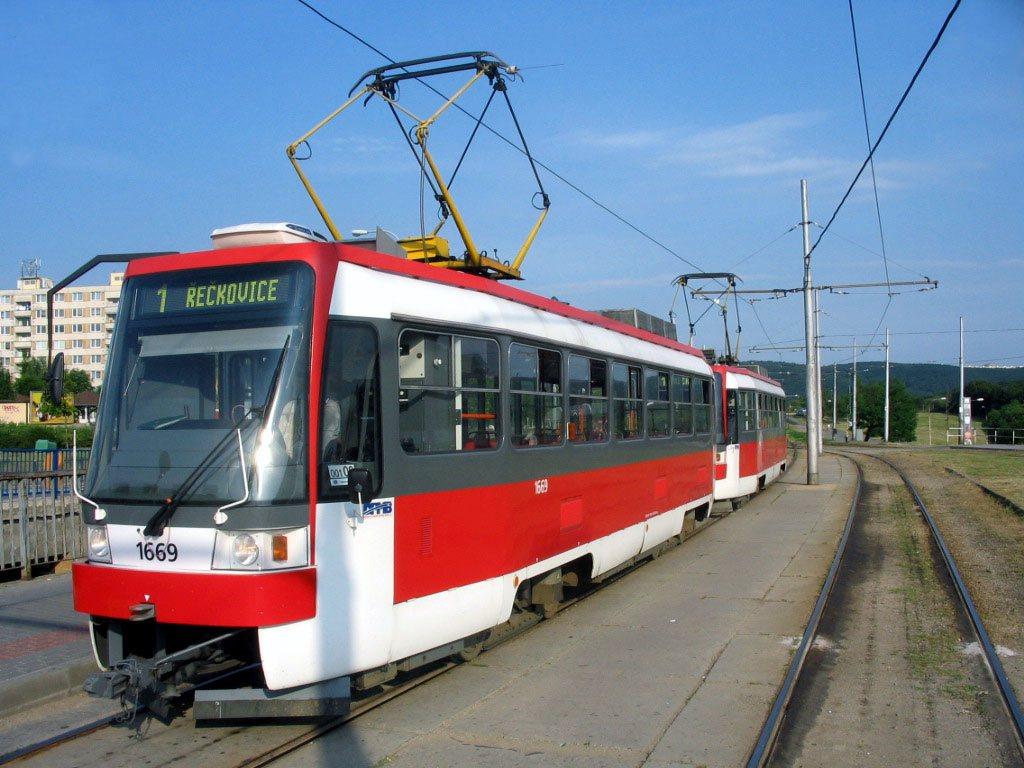 Fotogalerie » ČKD DS T3RF 1669 | ČKD DS T3RF 1670 | Brno | Bystrc | Vejrostova | Ečerova, smyčka
