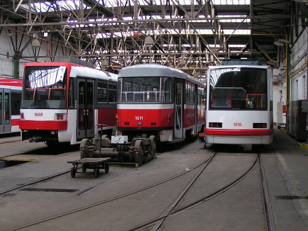 Fotogalerie » ČKD DS T3R 1668 | ČKD Tatra T3G 1611 | Škoda 03T6 1816 | Brno | vozovna Pisárky
