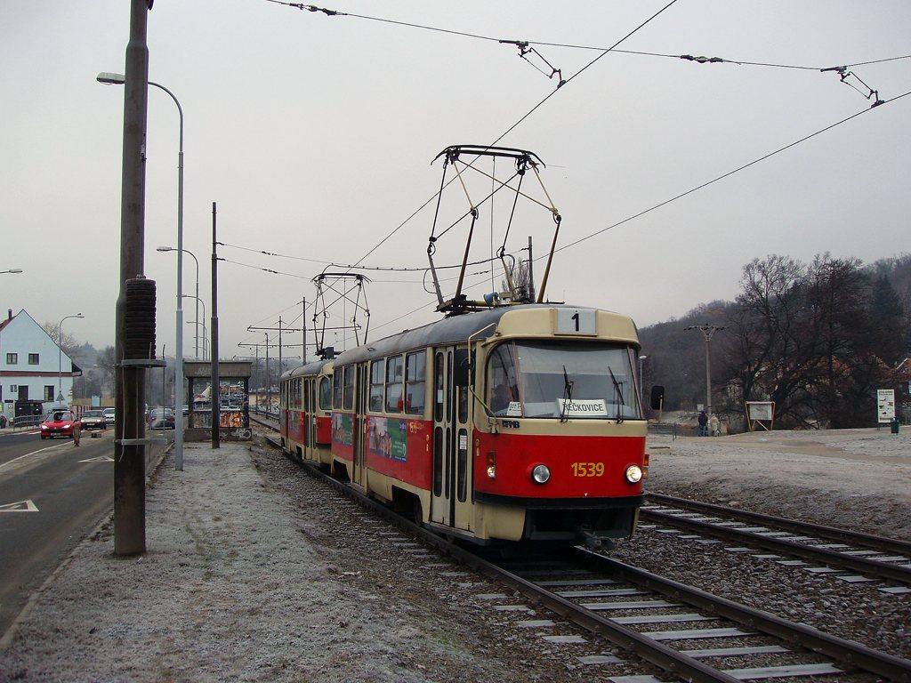 Fotogalerie » ČKD Tatra T3 1539 | ČKD Tatra T3 1598 | Brno | Bystrc | Obvodová