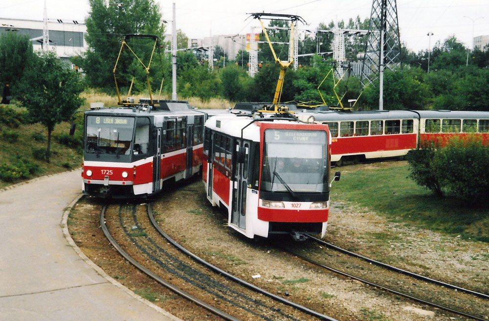 Fotogalerie » ČKD Tatra K2R03 1027 | ČKD Tatra KT8D5SU 1725 | Brno | Starý Lískovec | Starý Lískovec, smyčka