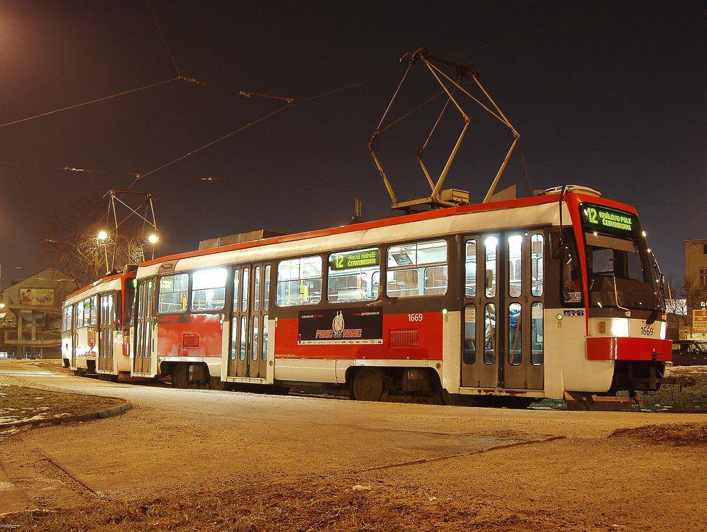 Fotogalerie » ČKD DS T3RF 1669 | ČKD DS T3RF 1670 | Brno | střed | Zvonařka | Zvonařka, smyčka