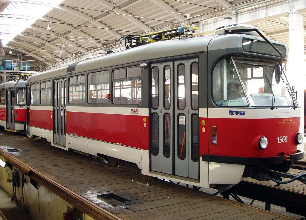 Fotogalerie » Pragoimex T3R.EV 1569   Brno   vozovna Medlánky