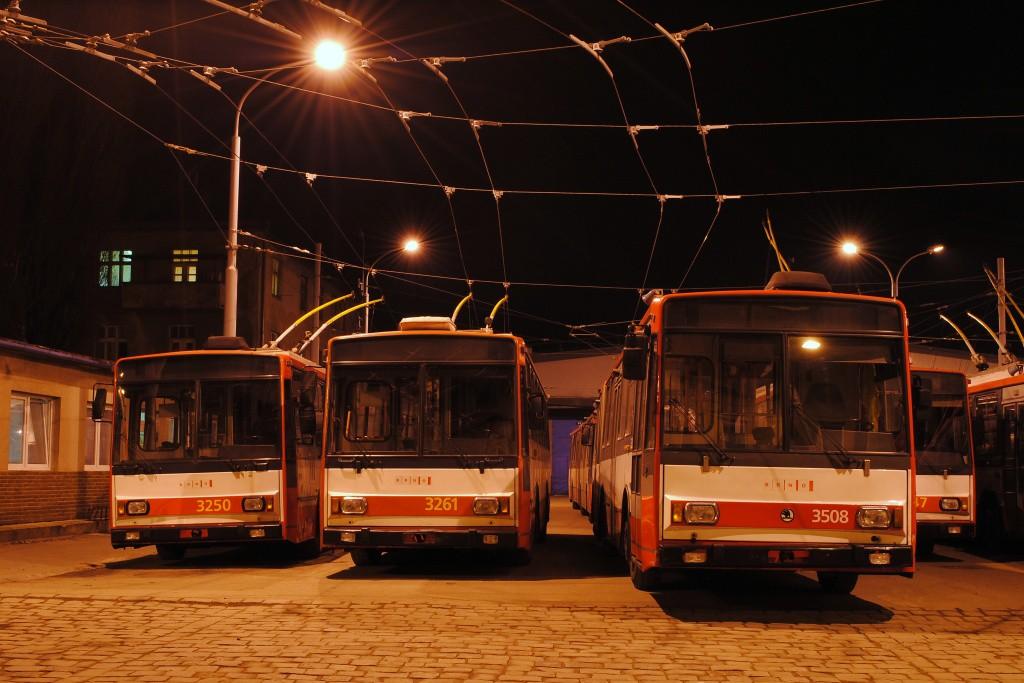 Fotogalerie » Škoda 14TrR 3250 | Škoda 14TrR 3261 | Škoda 15TrM 3508 | Brno | Husovice | Svitavská | Vozovna Husovice