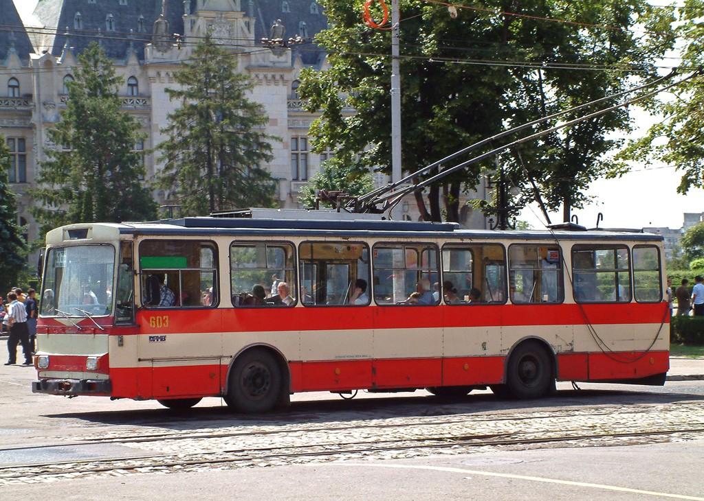 Fotogalerie » Škoda 14Tr01 3172   Iași   Piața Palat