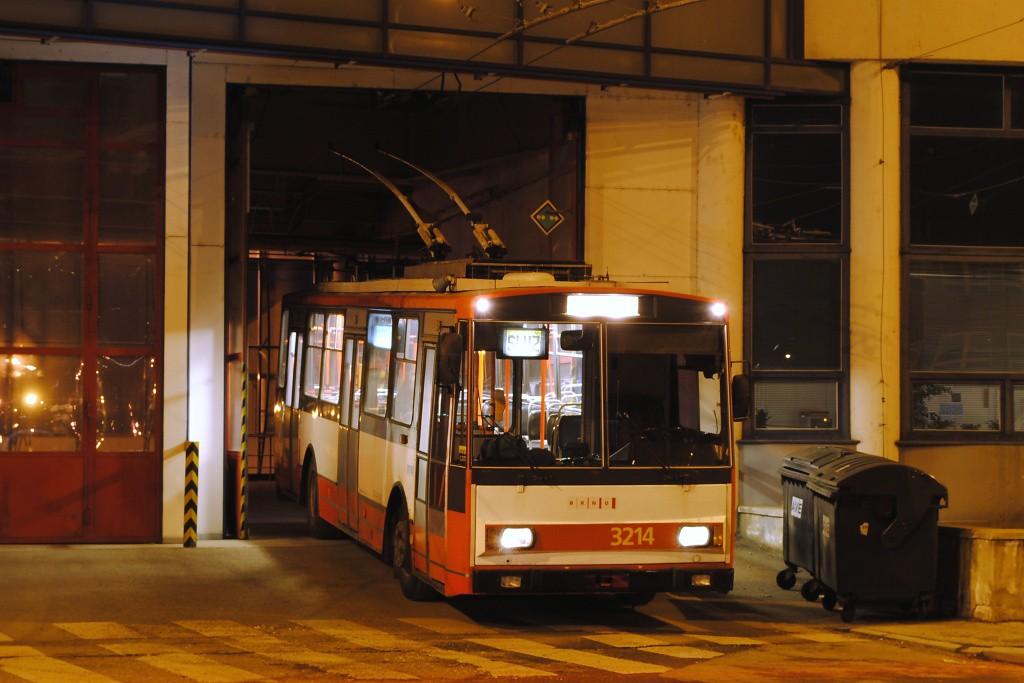 Fotogalerie » Škoda 14Tr08/6 3214 | Brno | Komín | vozovna Komín