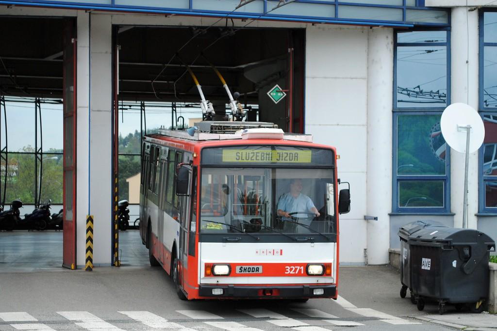 Fotogalerie » Škoda 14TrR 3271 | Brno | Komín | vozovna Komín