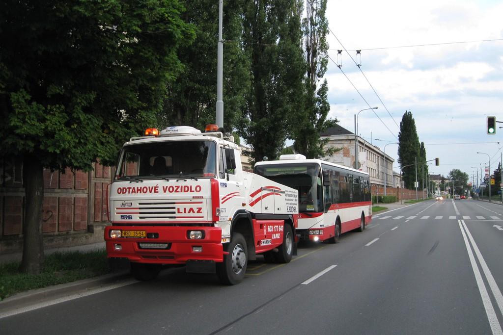 Fotogalerie » Liaz LIAZ 151.261 BSD 35-54 5273 | Irisbus Crossway LE 12M 7B3 3932 7822 | Brno | Židenice | Svatoplukova | Židenice, kasárna