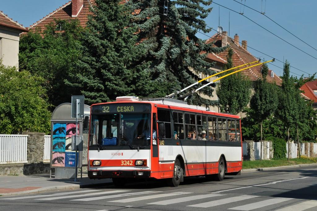 Fotogalerie » Škoda 14Tr10/6 3242 | Brno | Královo Pole | Charvátská | Charvátská