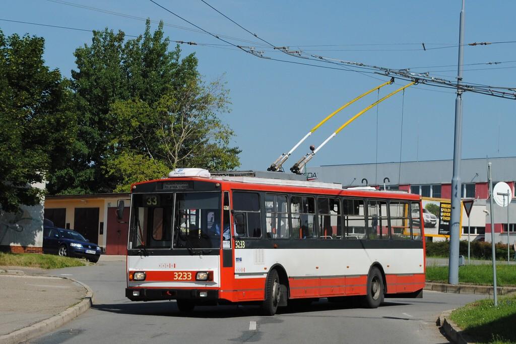 Fotogalerie » Škoda 14Tr10/6 3233 | Brno | Slatina | Mikulčická | Slatina, sídliště