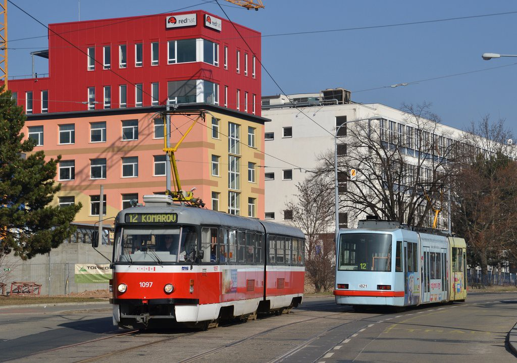 Fotogalerie » ČKD Tatra K2P 1097 | Škoda 03T7 1821 | Brno | Královo Pole | Purkyňova | Červinkova