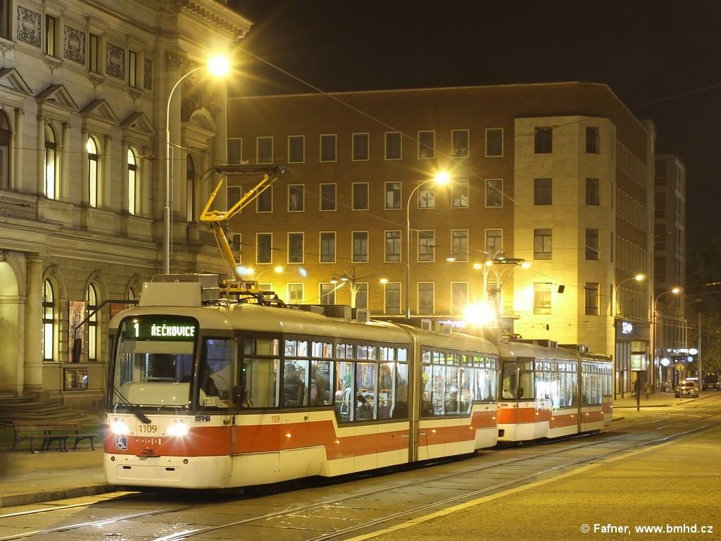 Fotogalerie » Pragoimex VarioLF2R.E 1109 | Pragoimex VarioLF2R.E 1102 | Brno | střed | Malinovského náměstí | Malinovského náměstí