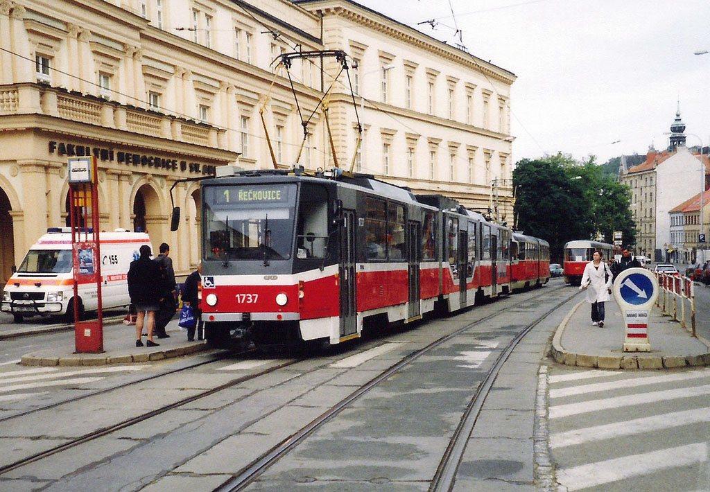 Fotogalerie » ČKD Tatra KT8D5R.N2 1737 | Brno | Staré Brno | Pekařská | Nemocnice u Svaté Anny