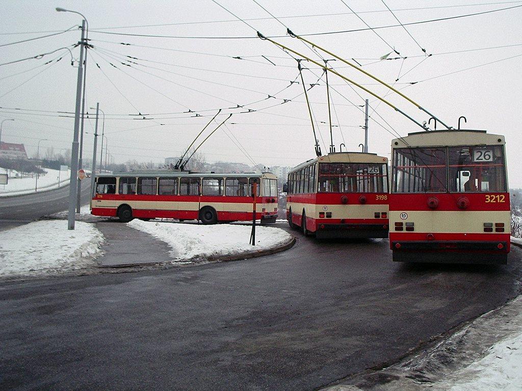 Fotogalerie » Škoda 14Tr07 3198 | Škoda 14Tr08/6 3212 | Škoda 14Tr08/6 3218 | Brno | Líšeň | Novolíšeňská | Novolíšeňská, smyčka