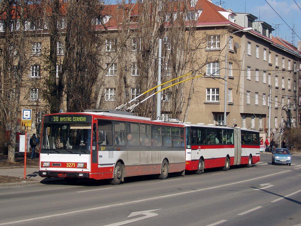 Fotogalerie » Škoda 14Tr17/6M 3271 | Karosa B961E.1970 2374 | Brno | Žabovřesky | Skácelova | Skácelova