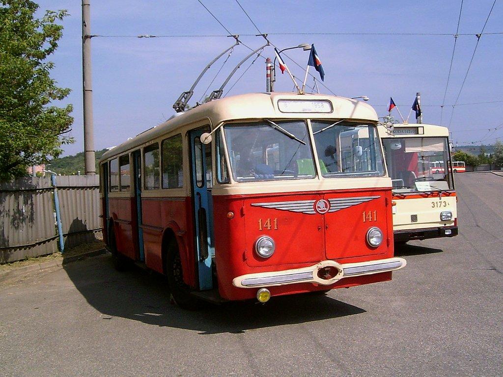 Fotogalerie » Škoda 8Tr 141 | Brno | Vozovna Slatina