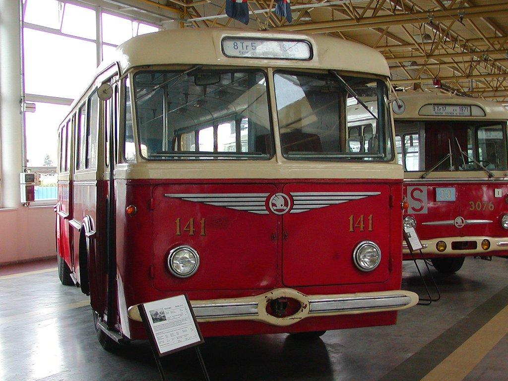 Fotogalerie » Škoda 8Tr 141 | Brno | Komín | vozovna Komín