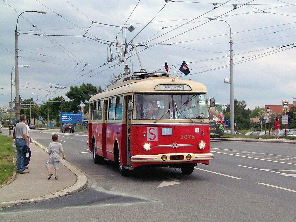 Fotogalerie » Škoda 9Tr17 3076 | Brno | Slatina | Hviezdoslavova | Vozovna Slatina