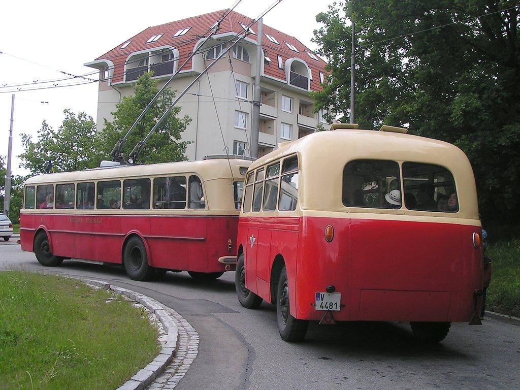 Fotogalerie » Škoda 8Tr 141 | Karosa Karosa B40 48 | Brno | Kohoutovice | Žebětínská | Kohoutovice, hájenka, smyčka