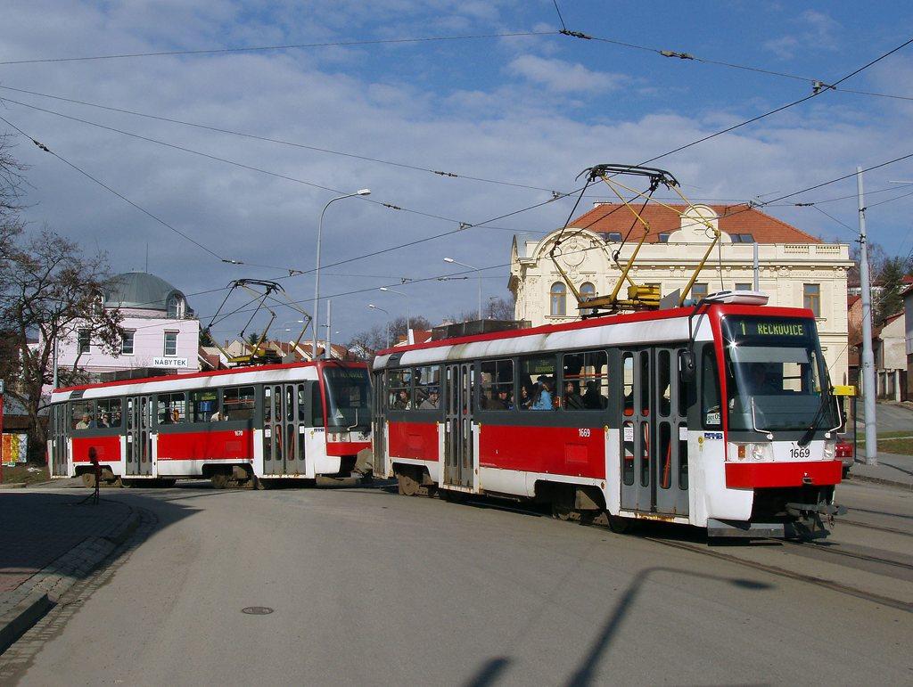 Fotogalerie » ČKD DS T3RF 1669 | ČKD DS T3RF 1670 | Brno | Žabovřesky | Rosického náměstí