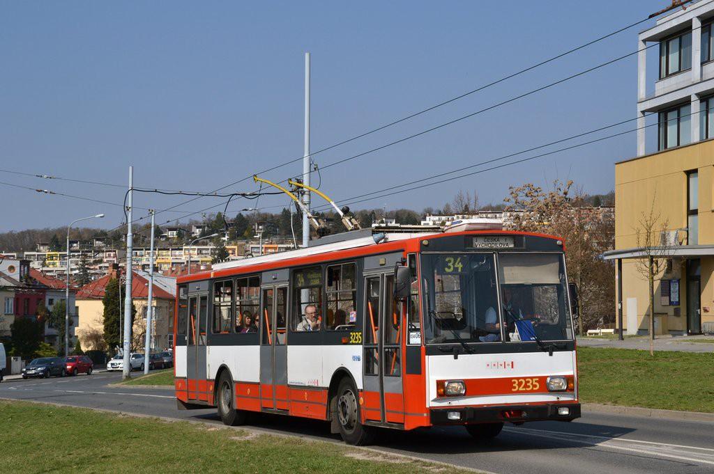 Fotogalerie » Škoda 14Tr10/6 3235 | Brno | Žabovřesky | Makovského náměstí