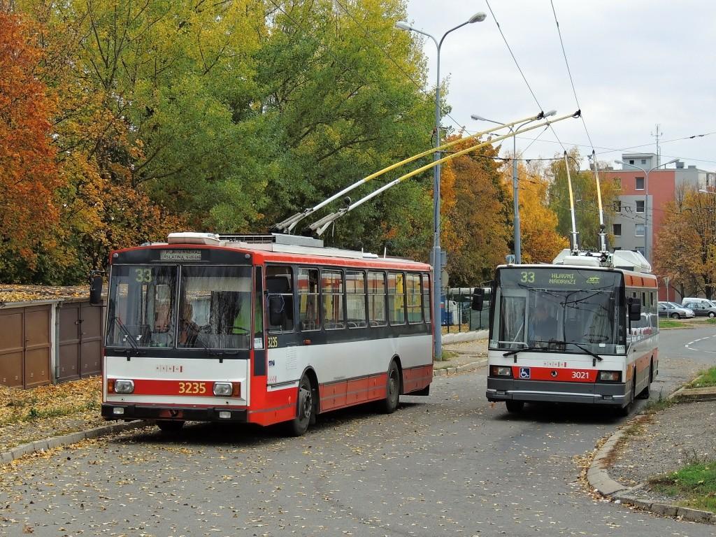 Fotogalerie » Škoda 14Tr10/6 3235 | Škoda 21Tr 3021 | Brno | Slatina | Mikulčická | Slatina, sídliště