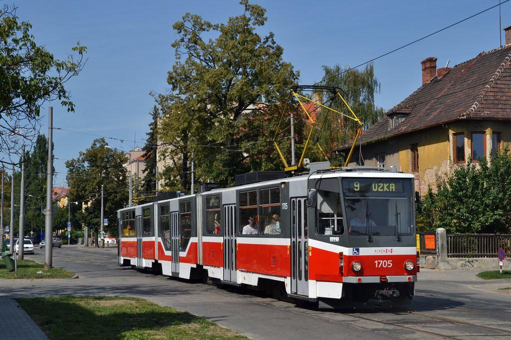 Fotogalerie » ČKD Tatra KT8D5R.N2 1705   Brno   Černá Pole   Lesnická